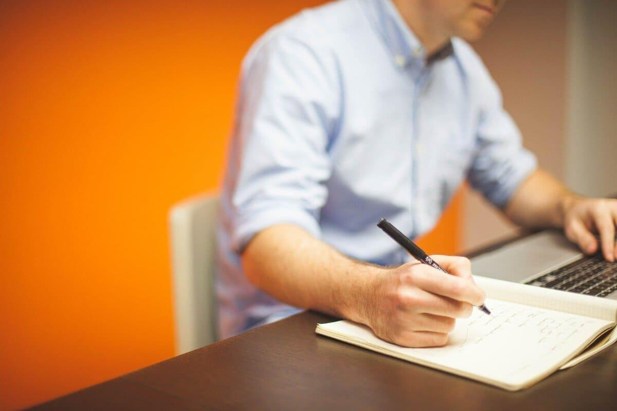 気になる介護現場の離職率を5分で調べる方法